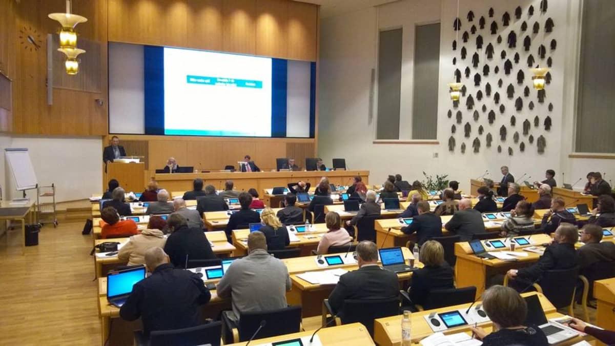 Rovaniemen kaupungin valtuustosali 16.11.2015