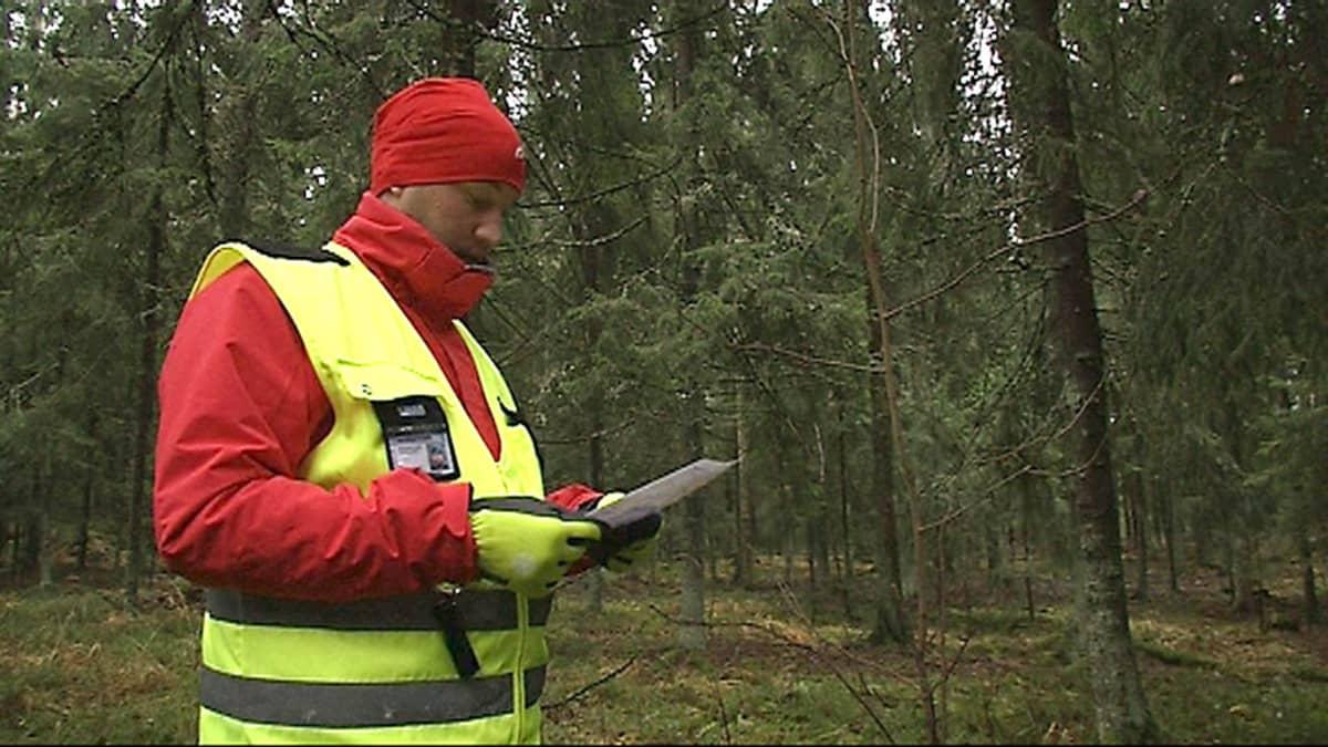 Jarkko Hyöppönen metsässä