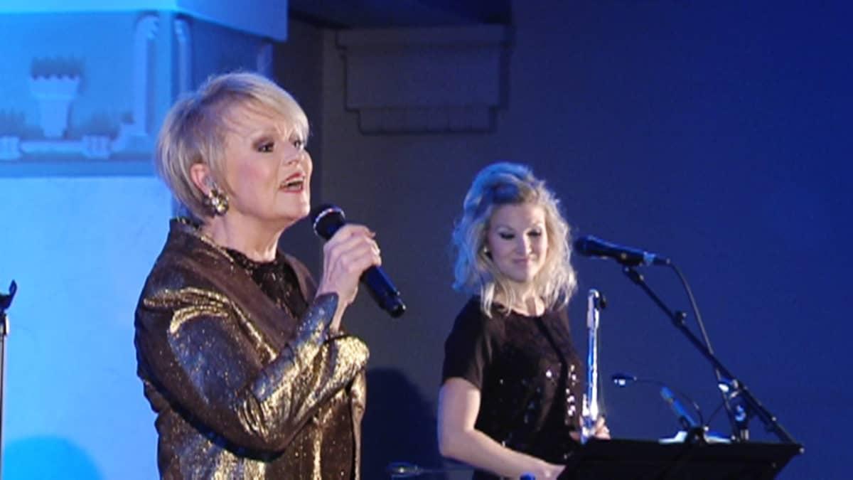 Katri Helena konsertoi.