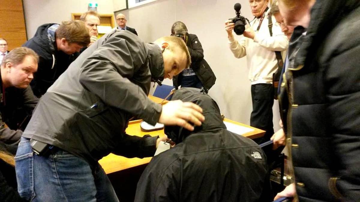 Terroristiepäillyn vangitsemisoikeudenkäynti Tampereella