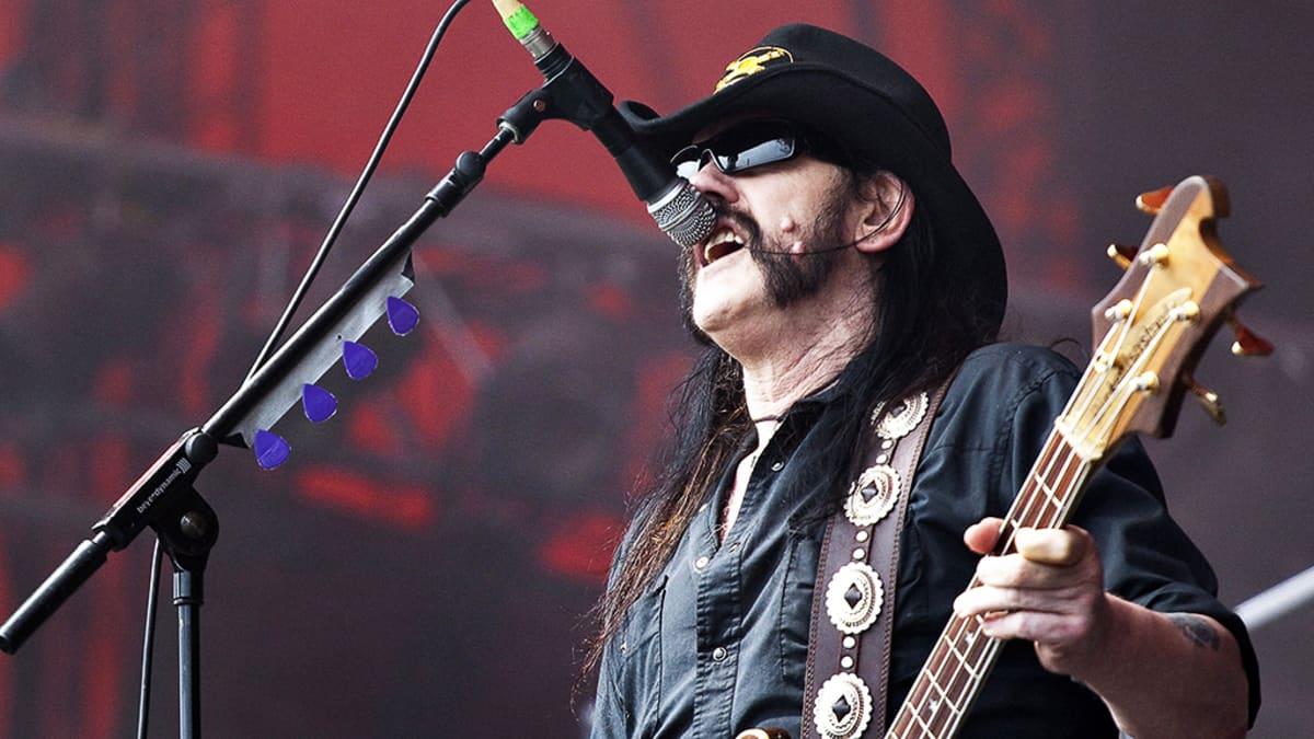 Lemmy Kilmister esiintymässä Roskildessa heinäkuussa 2010.