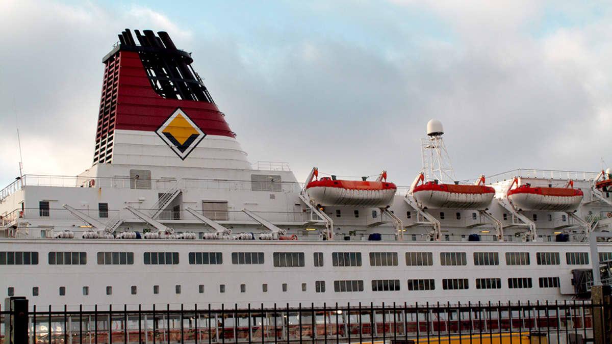 Viking Linen laiva satamassa.