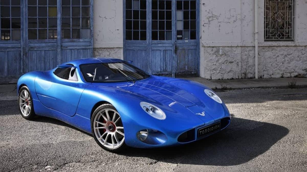 Pasi Pennasen yhtiö on kehittänyt Toroidion -sähköautoa Raaseporissa.