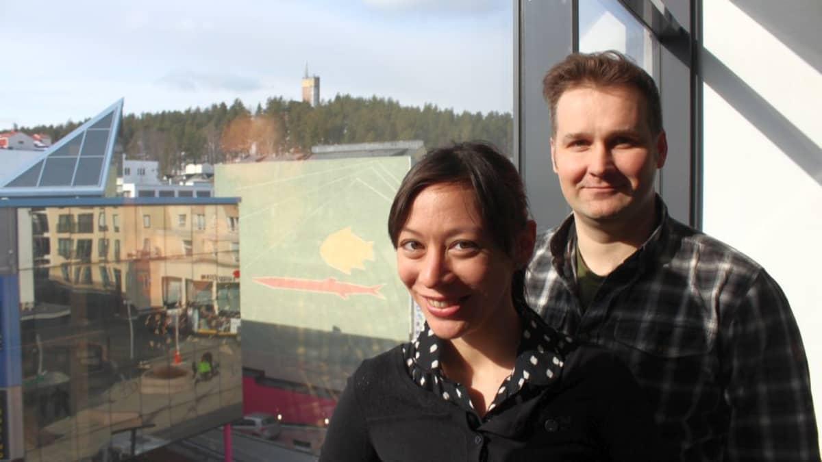 Rika Nakamura ja Toni Rossi on laskuvarjofreestylen Suomen mestaripari.
