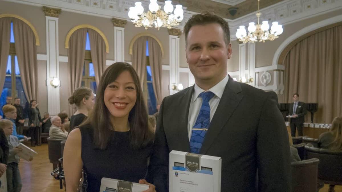 Jyväskylän kaupunki muisti Rika Nakamuraa ja Toni Rossia SM-kullasta kaupungintalon juhlassa 22.3.2016.