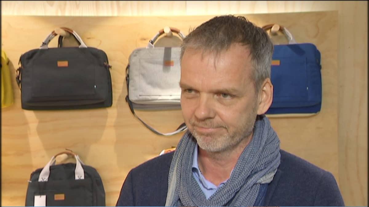 Gollan toimitusjohtaja Petri Kähkönen iloitsee jakelusopimuksesta Japaniin.