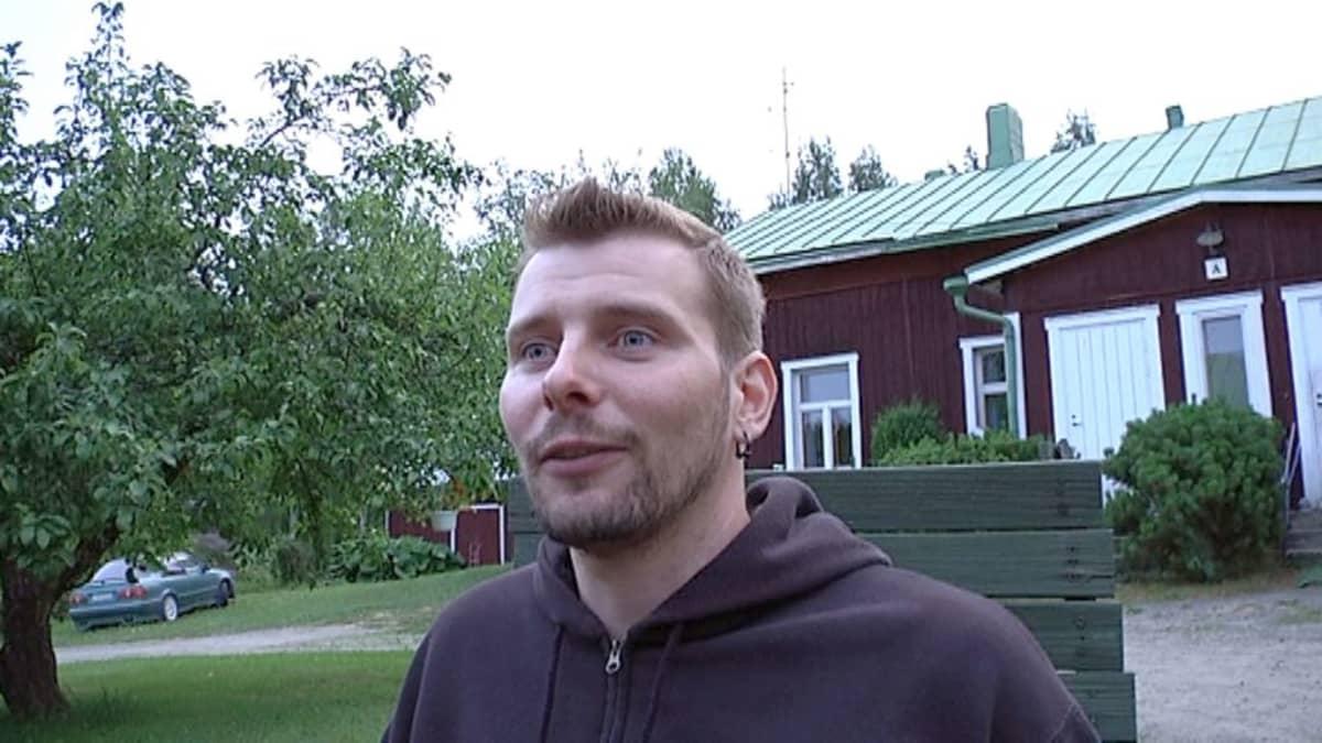 """Jukka """"Foto"""" Järvinen. Kuva: Arvo Vuorela / Yle"""