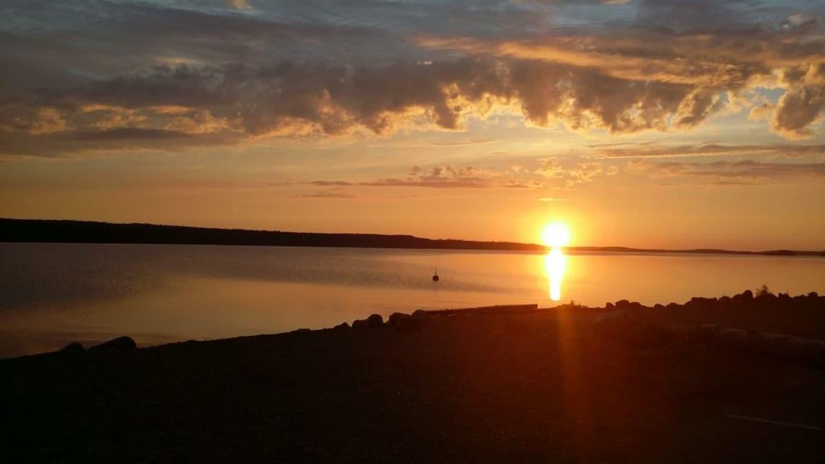 Auringonlasku Päijänteellä Asikkalassa.