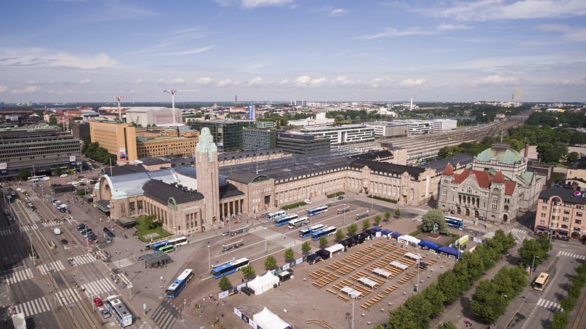 Helsingin rautatieasema ilmakuvassa.