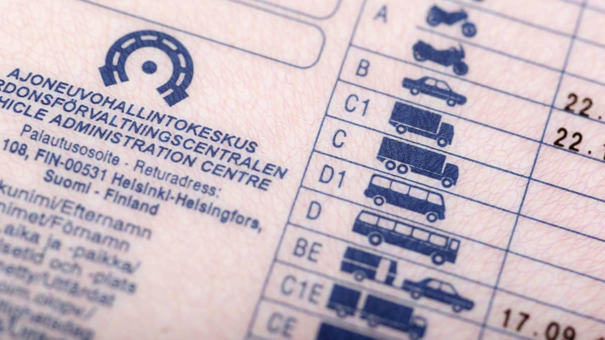 Yksityiskohta ajokortista.