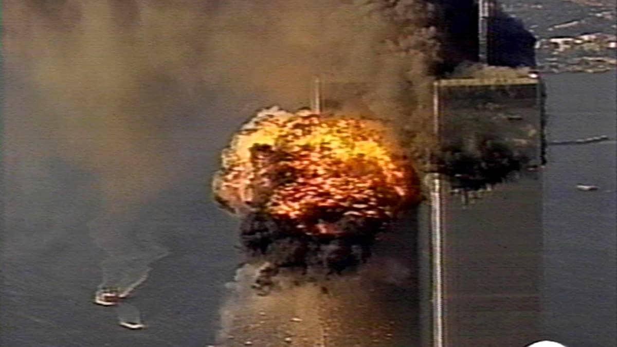 United Airlinesin lento 175 törmää World Trade Centerin etelätorniin 11.syyskuuta 2011.