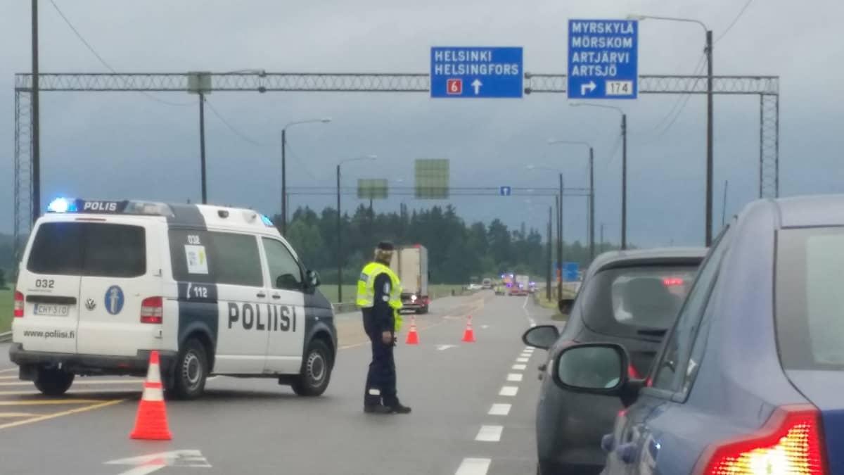 Onnettomuus kuutostiellä Lapinjärven kohdalla 15.7.16