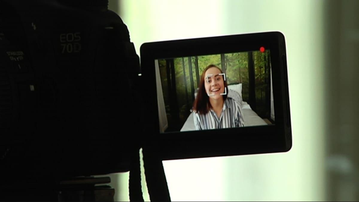 Siru-Liina Karlin pitää videoblogia nimellä siruaurora