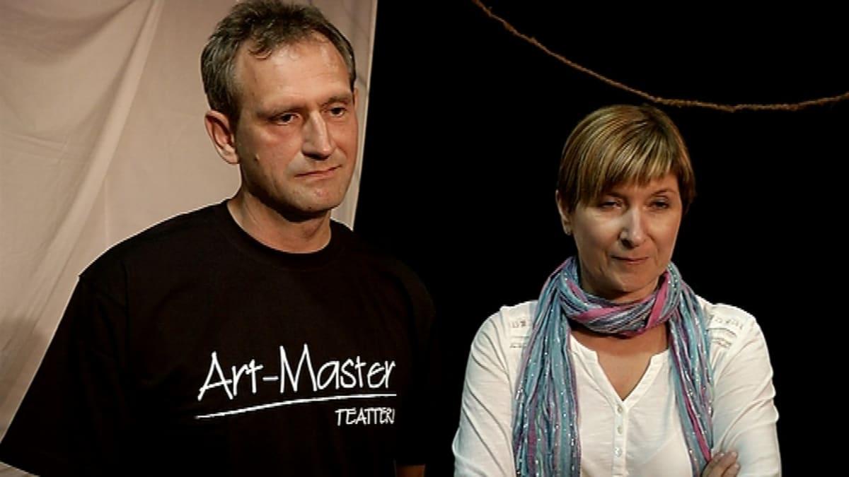 Art-Master -teatterin ohjaaja Santeri Lobski ja taiteellinen johtaja Kira Mirutenko.