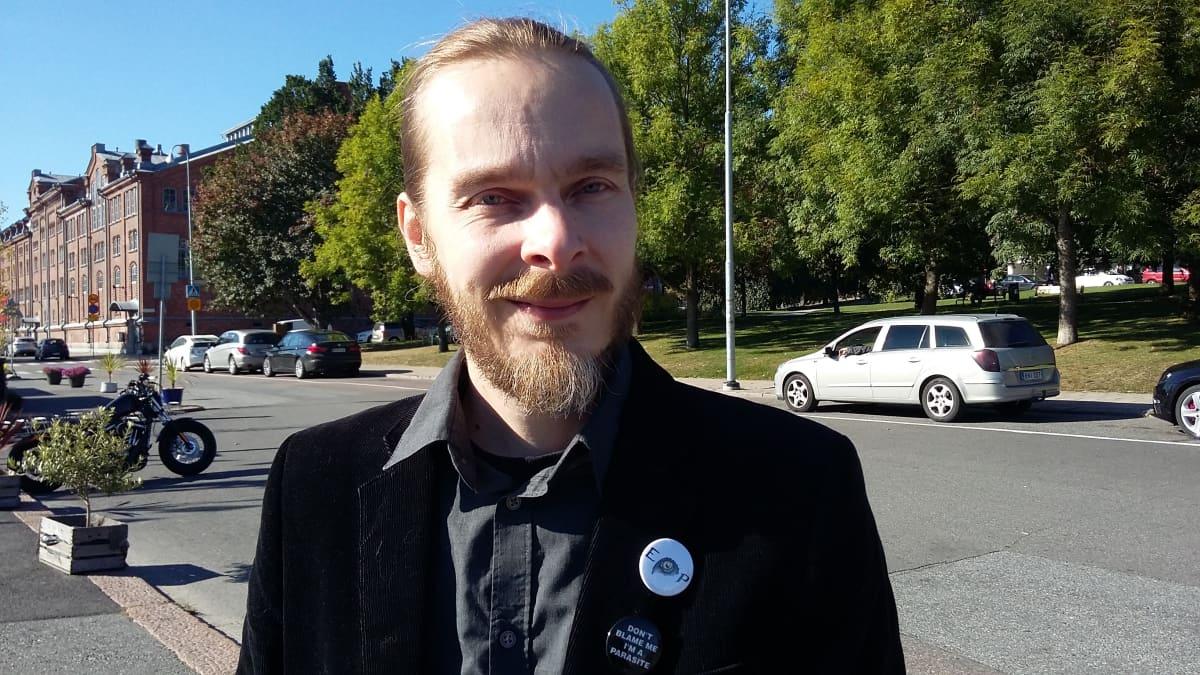 Suomen Eläinoikeuspuolueen varapuheenjohtaja Santeri Pienimäki.