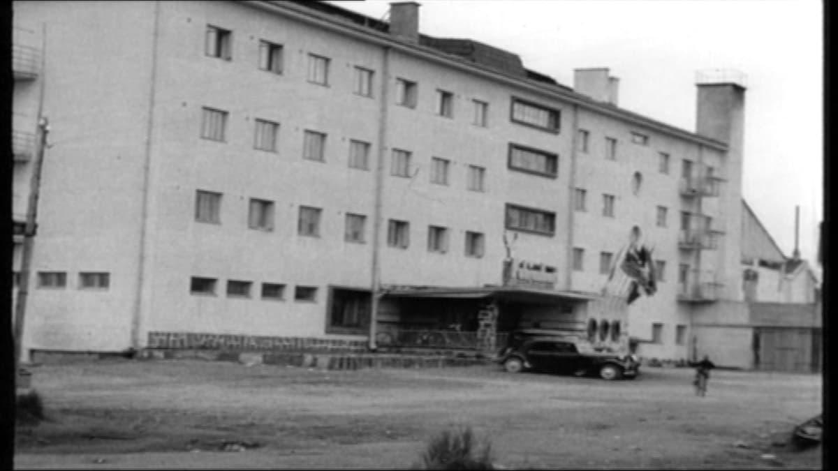 Sodan jälkeen vuonna 1947 valmistunut Pohjanhovi.