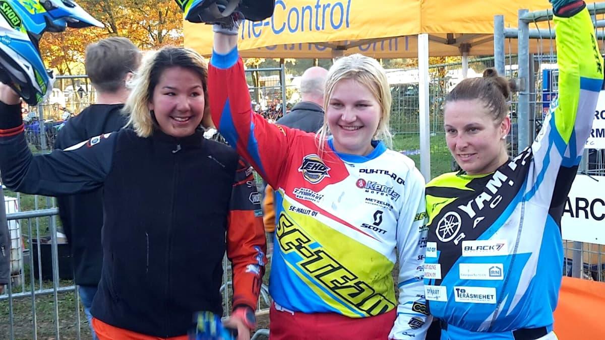 Jennifer Siekkinen  Annamaria Karikuusi ja Marita Nyqvist