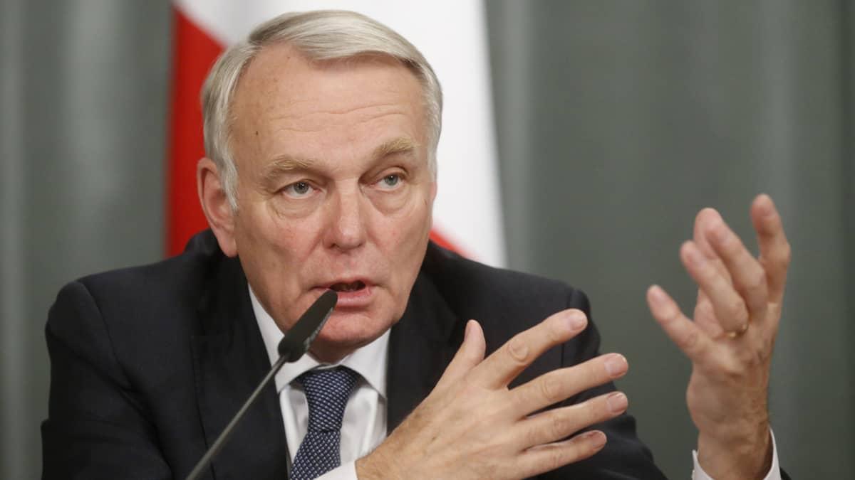 """Ranskan ulkoministerin Jean-Marc Ayraultin mukaan pidättäminen on """"syvästi järkyttävä teko ja mahdoton hyväksyä""""."""