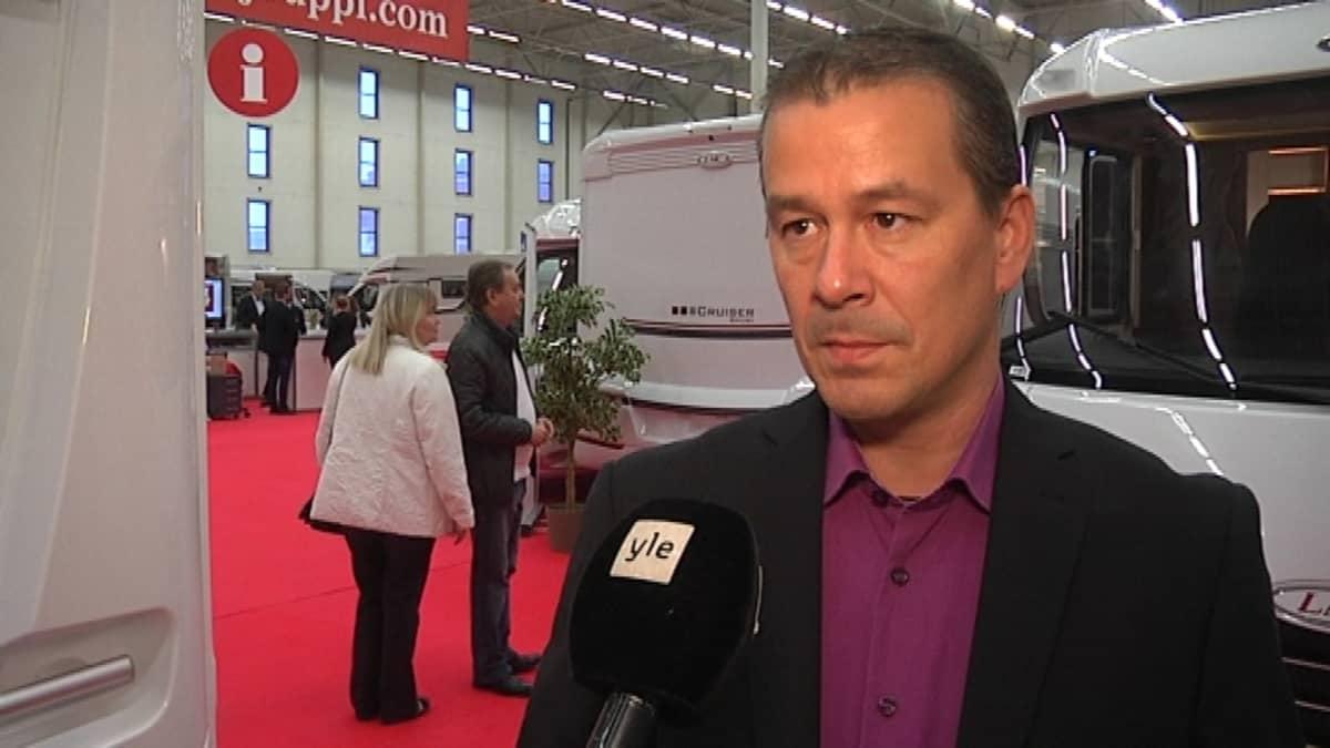 Matkailuautotuojien puheenjohtaja Bo Karlsson