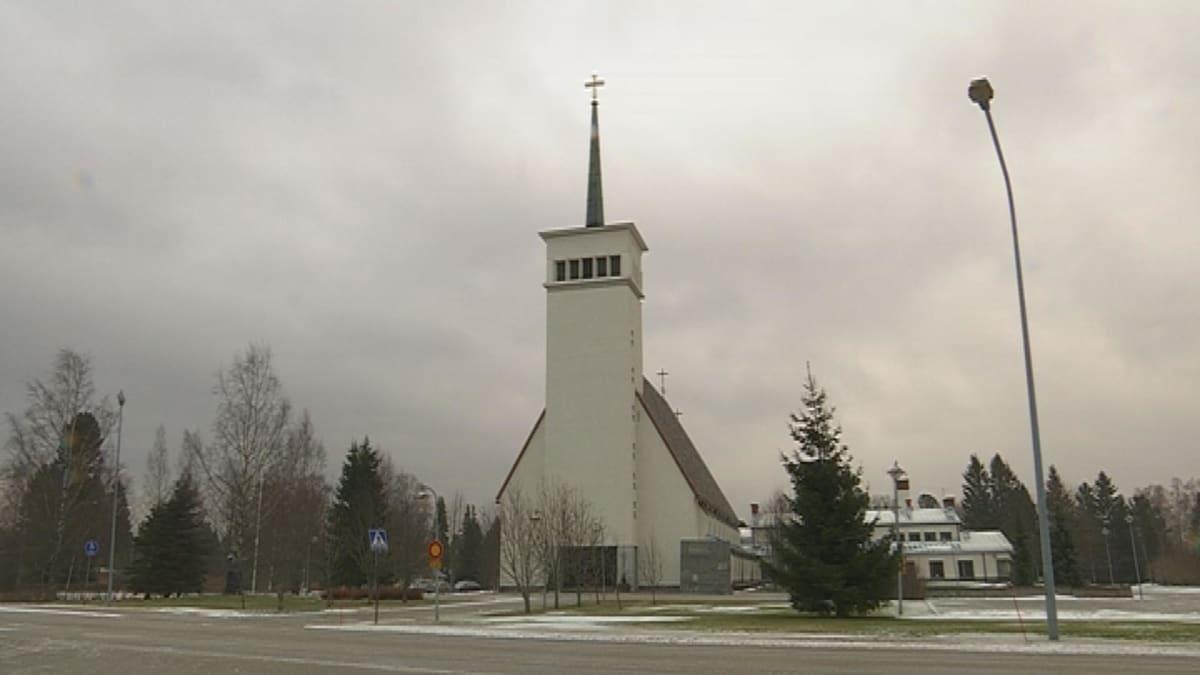 Teuvan kirkko talvisäässä