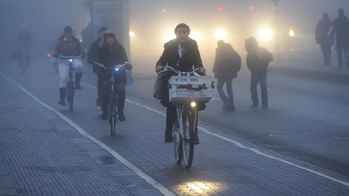 Aamuliikennettä Amsterdamissa.