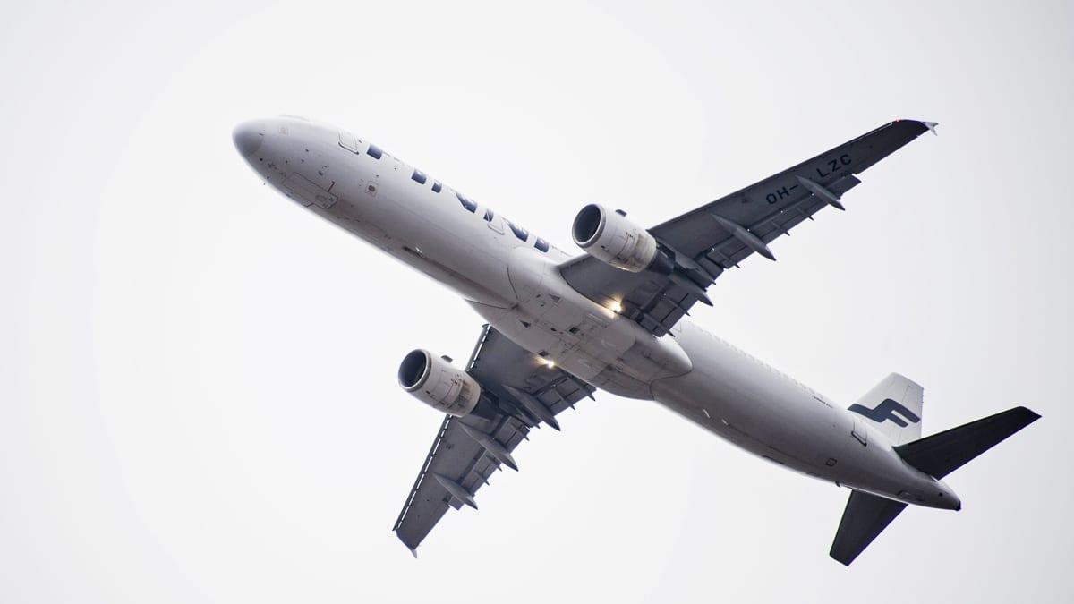 Finnairin kone ilmassa.