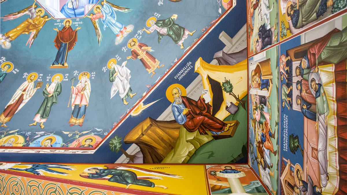 Kattomaalauksia Kajaanin ortodoksisessa kirkossa.