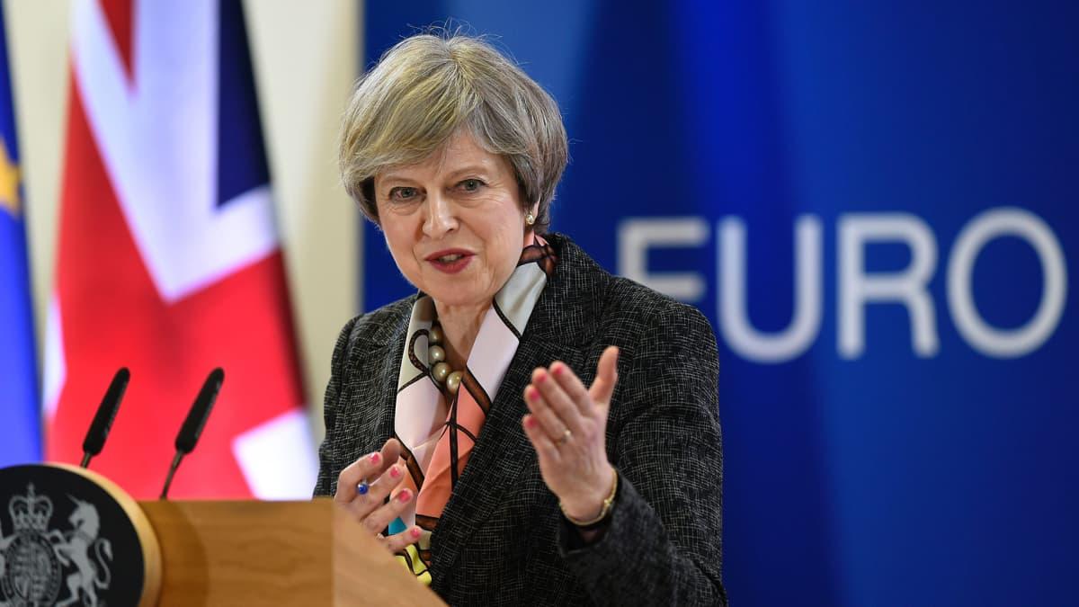 Pääministeri Theresa May puhui lehdistölle EU:n huippukokouksessa Brysselissä 9. maaliskuuta 2017.
