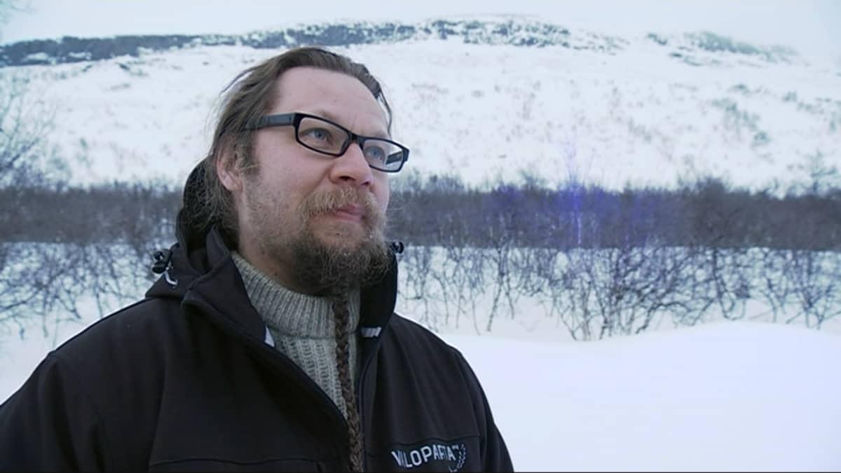 Kari Kola, valotaiteilija.