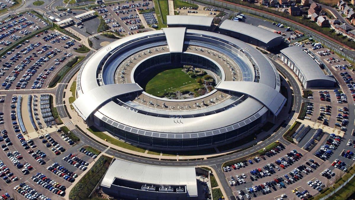 Britannian tiedustelupalvelun GCHQ:n päämaja Cheltenhamissa.