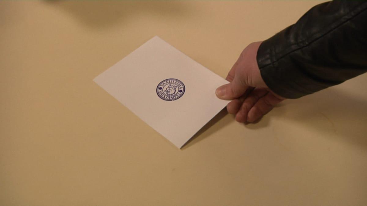Leima äänestyslipussa.