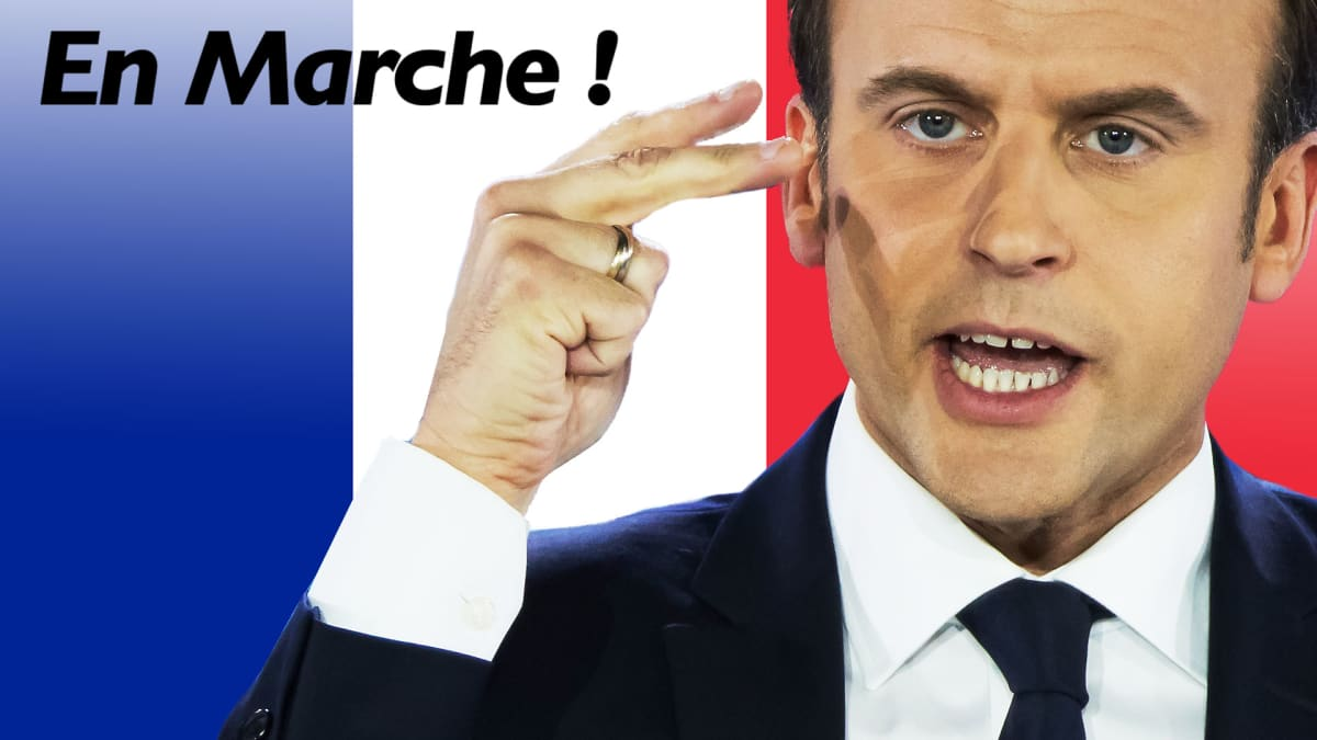 Emmanuel Macron taustallaan puolueensa logo.