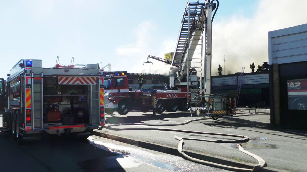 Tulipalo liikekeskuksessa Osmantiellä 20. toukokuuta.