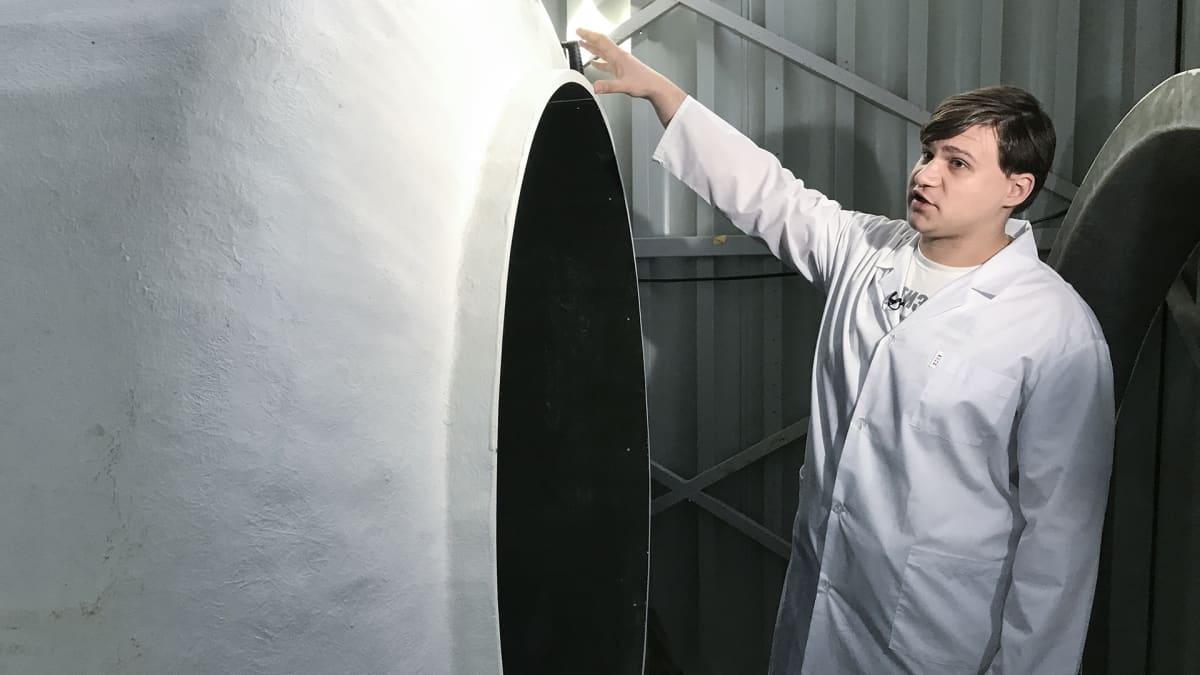 Varajohtaja Stepinin mukaan yritys on pian asentamassa käyttöön uutta säiliötä syväjäädytettyjä vainajia varten. Ruumiit pakataan makuupusseihin ja ne sidotaan roikkumaan säiliöön köysillä.