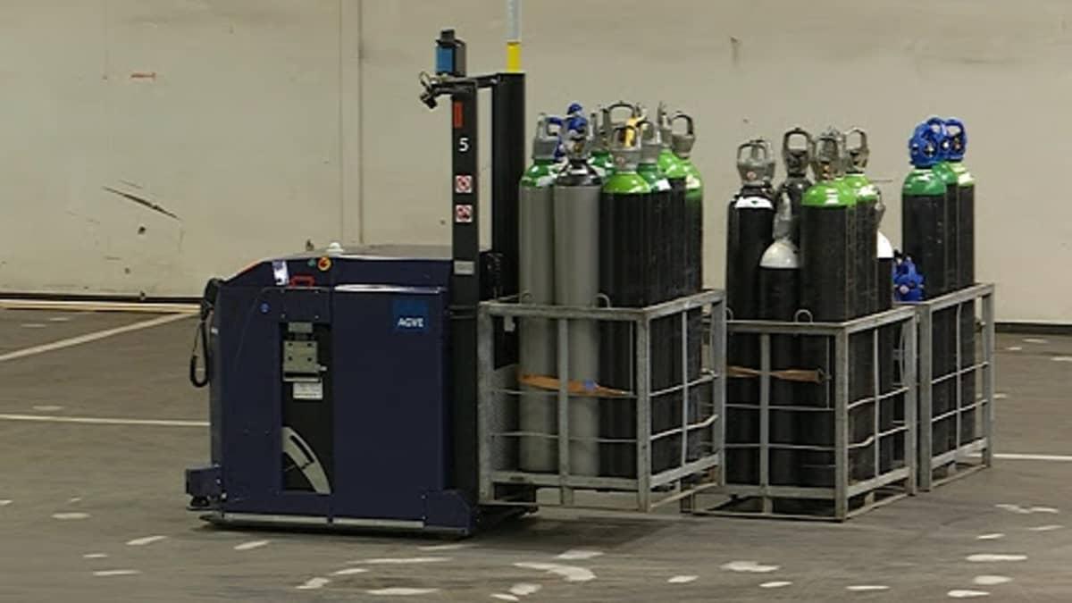 robotti kuljettaa pulloja