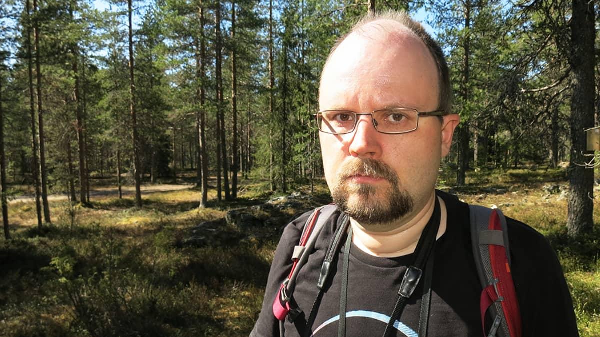 Rovaniemeläinen lintuharrastaja Anssi Mäkinen