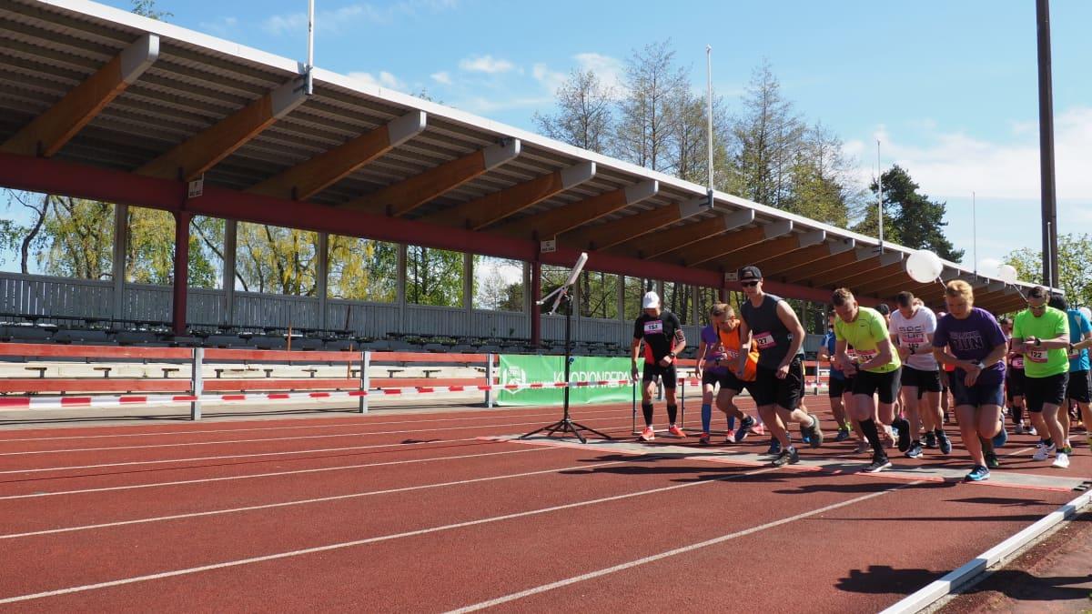 Pullukka Run 2017 puolimaratonin lähtö.