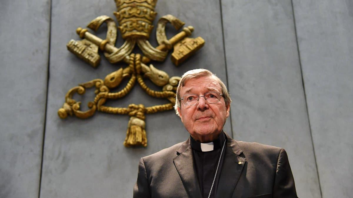 Seksuaalisesta hyväksikäytöstä epäilty Vatikaanin talouspäällikkö, kardinaali George Pell vastasi syytöksiin Vatikaanissa 29. kesäkuuta.