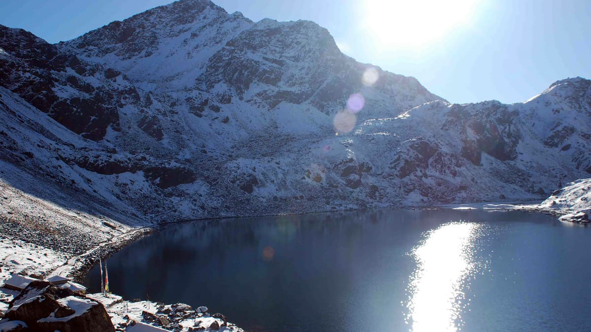 Langtang-järvi Himalajalla Nepalissa.