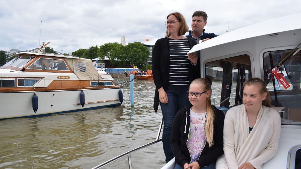 Porilainen Leinon perhe Tall Ship Races -tapahtumassa.