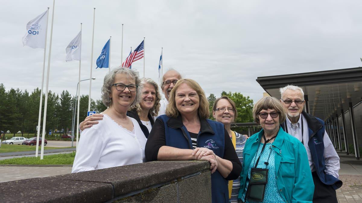 Marquettelaisia käymässä Kajaanissa. Barbara Michael, Margaret Vainio, Peter Gummerson, Debra Wahlberg, Debra Nance, Mary Vaisanen ja Jim Matteson.