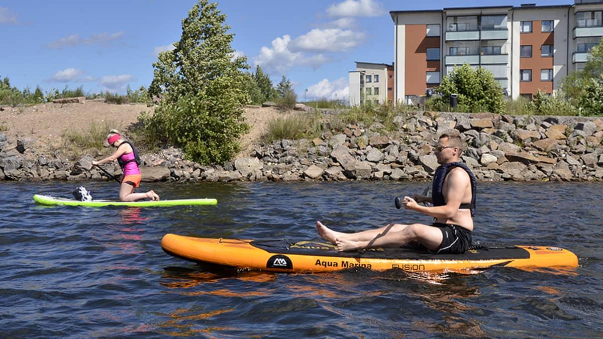 Suppaajia Pikisaaren edustalla Lappeenrannassa.