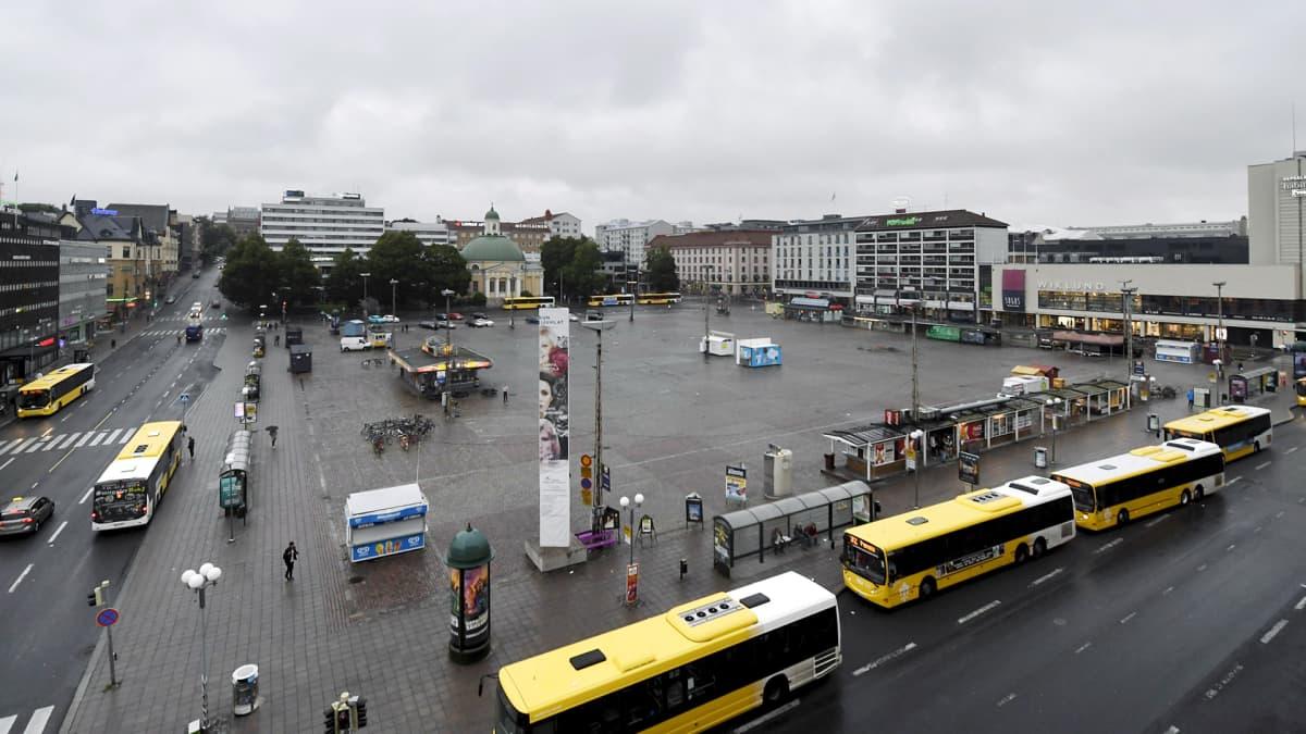 Hiljainen Turun kauppatori perjantaina 18. elokuuta 2017.