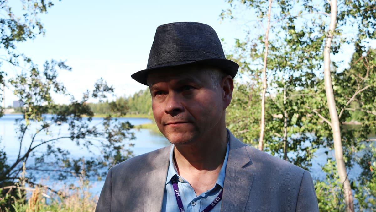Oulun yliopiston arkeologien dosentti Timo Ylimaunu.