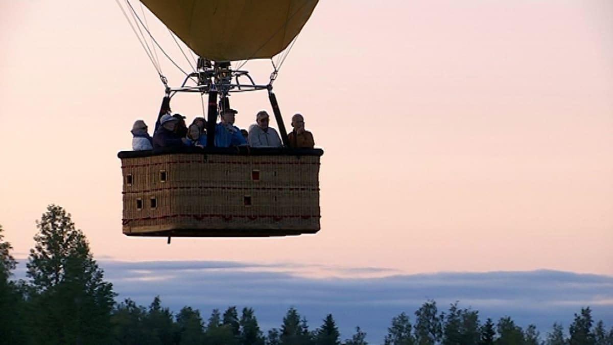 Kuumailmapallon matkustajakori.