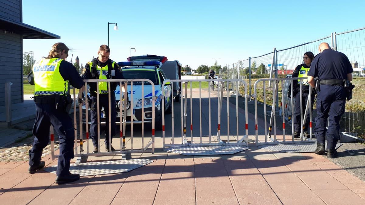 Ruotsin ja Suomen poliisi sulkee väyliä yli rajan.