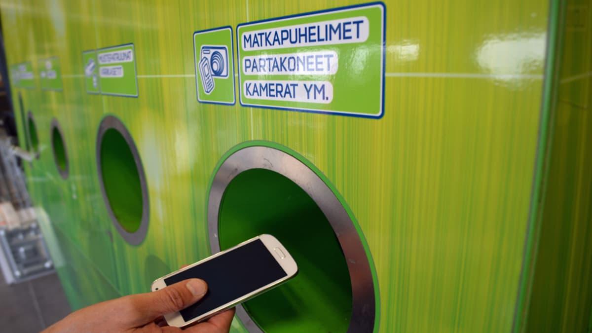 Vanhan laitteen voi sujauttaa helposti kierrätykseen.