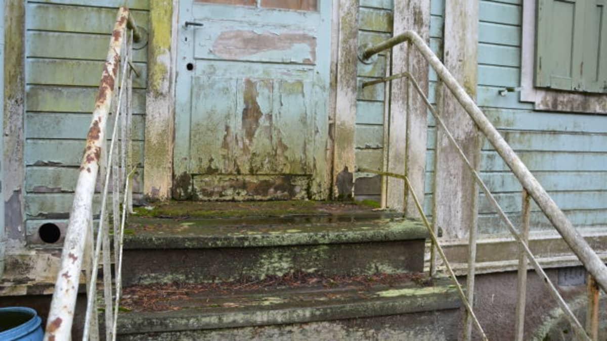 Villa Kolkka huonossa kunnossa Ruissalossa