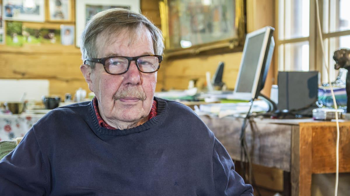 Philip Donner kotonaan Kuhmon Iivantiirassa.