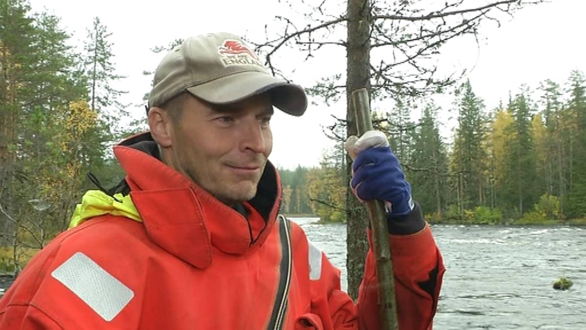 Tutkimusteknikko Markku Gavrilov Lukelta uskoo, että järvilohi on pelastettavissa.